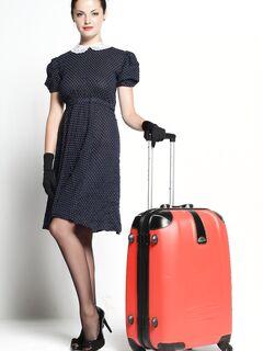 Женщина в чулках снимает трусики и платье