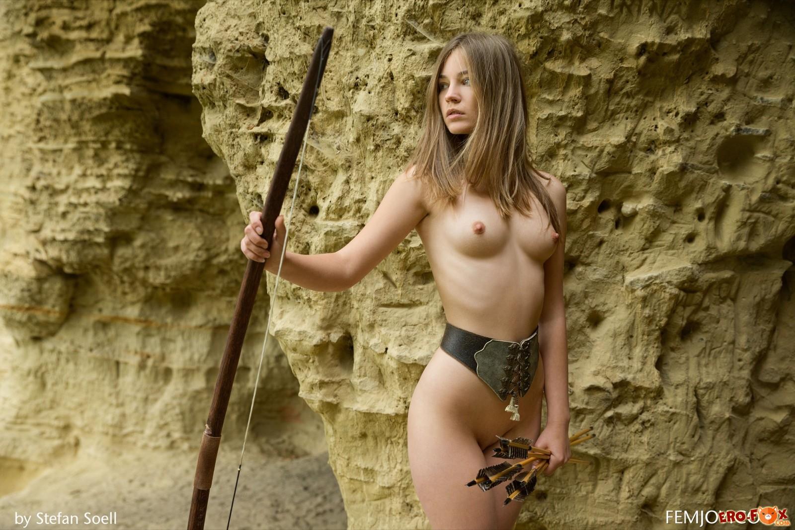 Девушка с красивой маленькой грудью