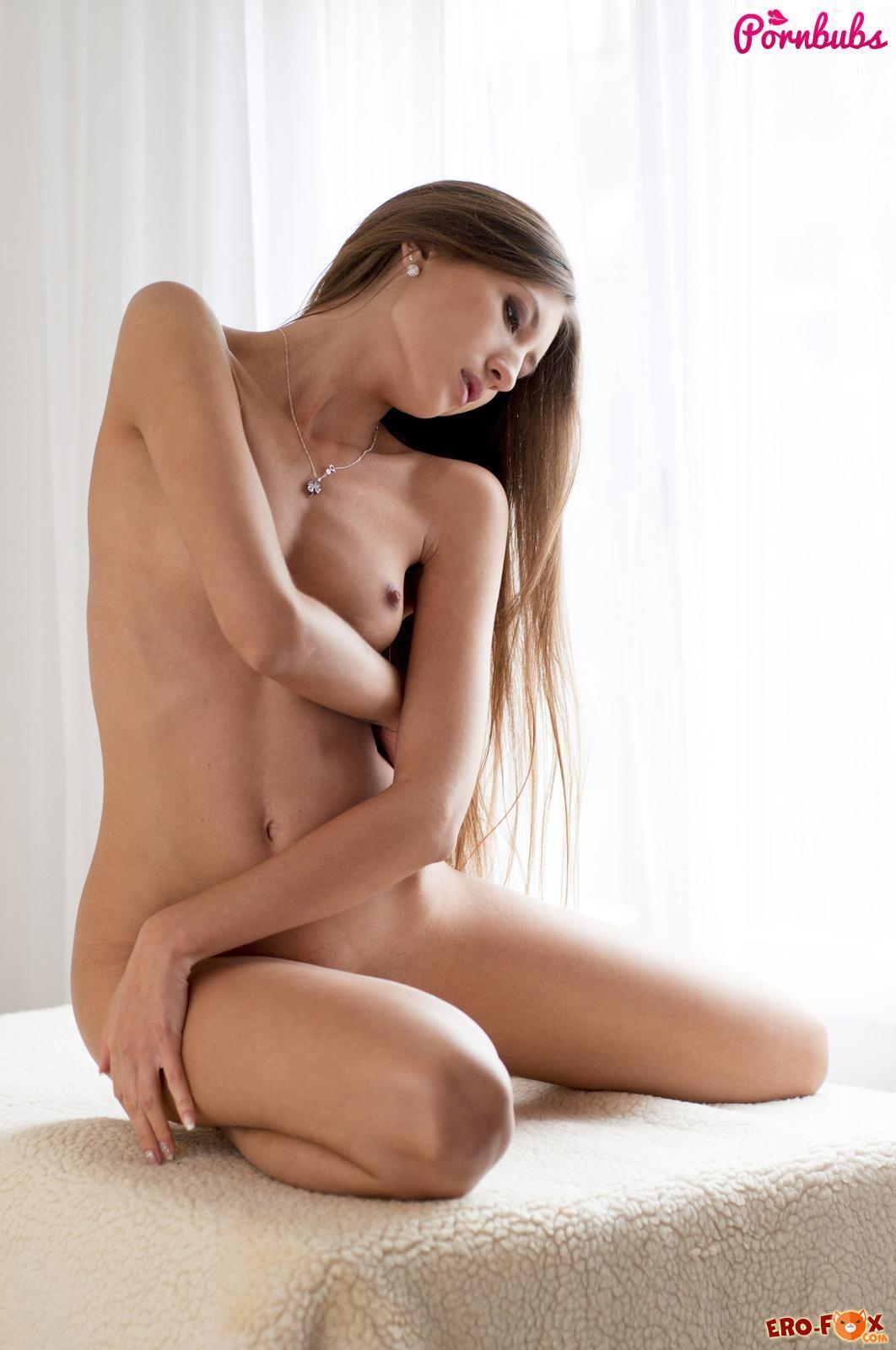 Худенькая девушка с маленькой грудью садится писей на самотык » Эротика - смотреть лучшую фото эротику бесплатно.