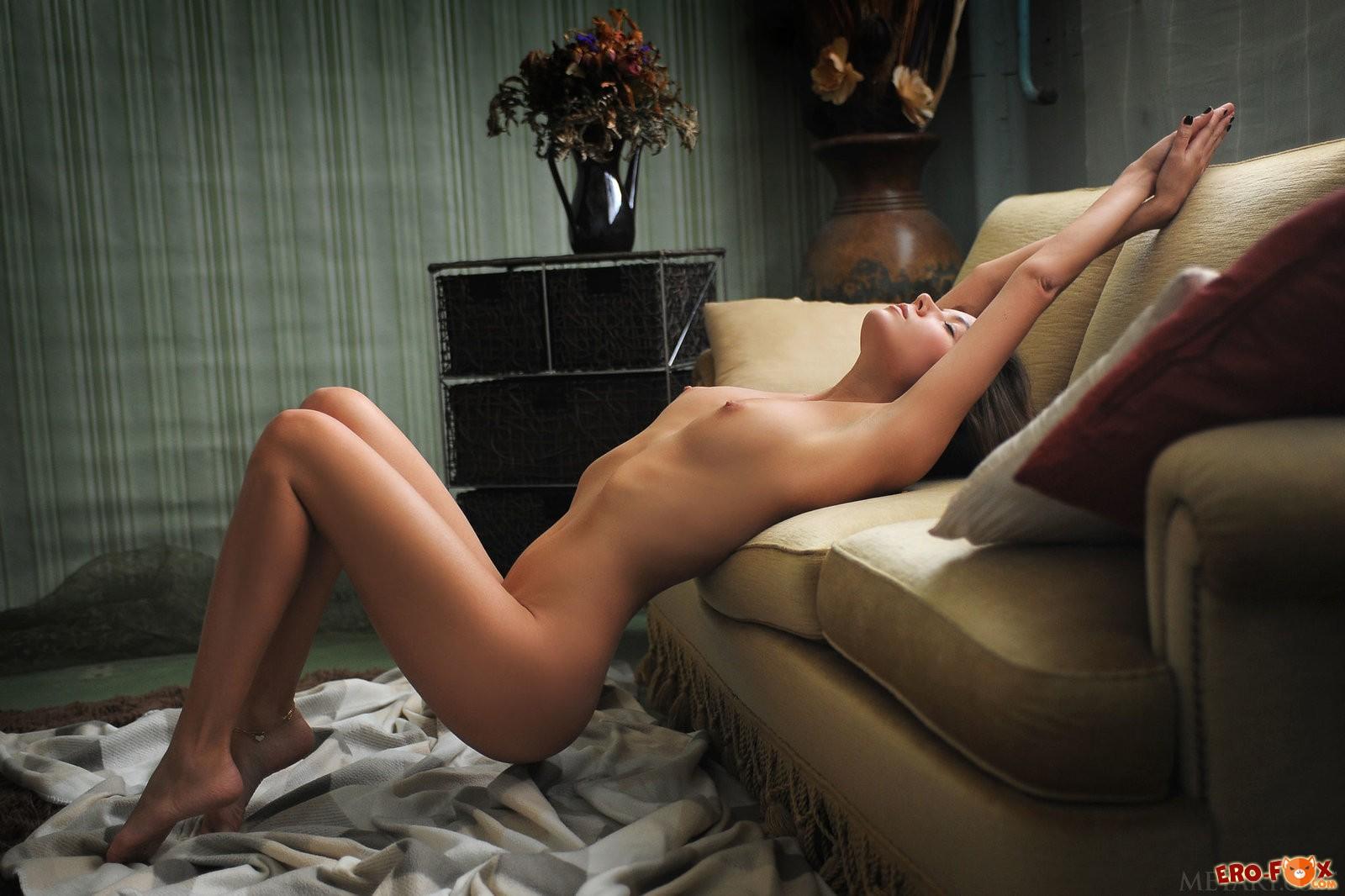 Ню фото обнажённой девушки - красивая эротика.