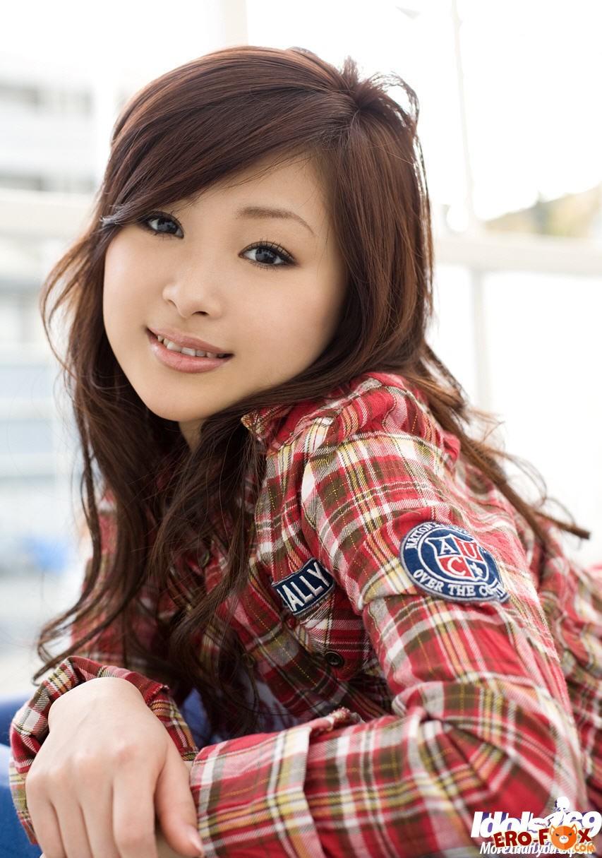 Азиатка показала анус крупным планом .